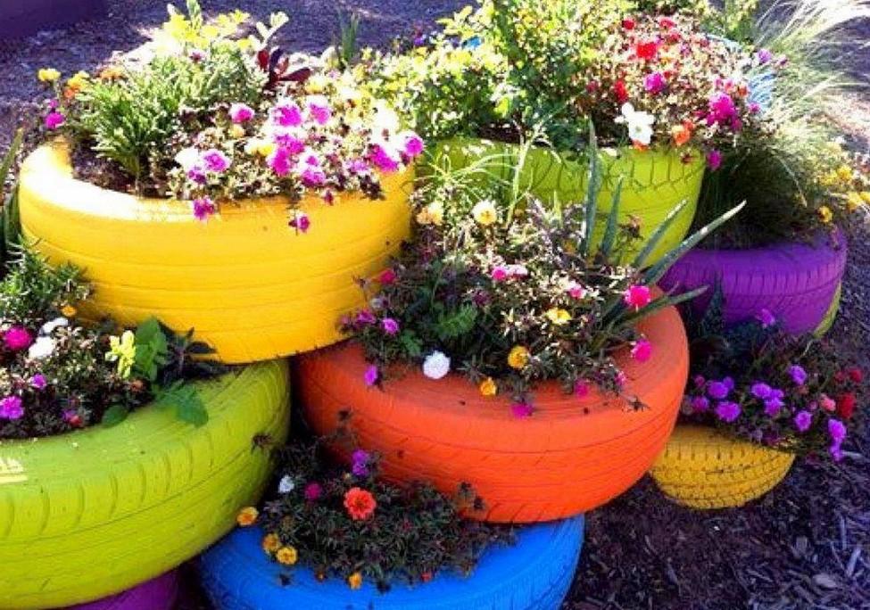 Клумба своими руками из цветов во дворе