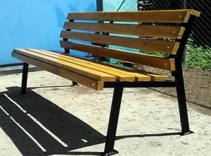 Садовая скамейка из профильной стены