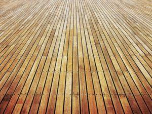 Чем можно покрыть деревянный пол на даче