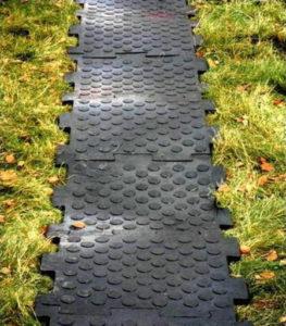 Как на даче можно сделать халявные дорожки из простых материалов